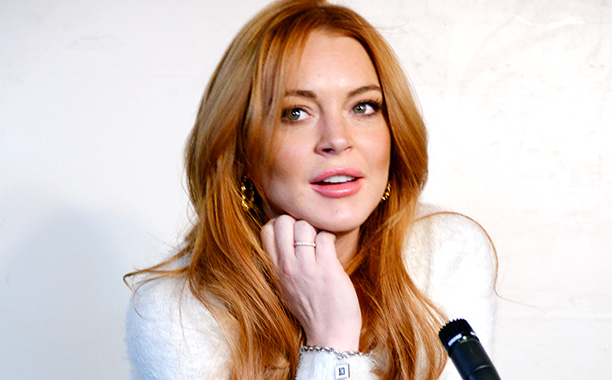 lindsay lohan piqu e par un moustique produit anti. Black Bedroom Furniture Sets. Home Design Ideas